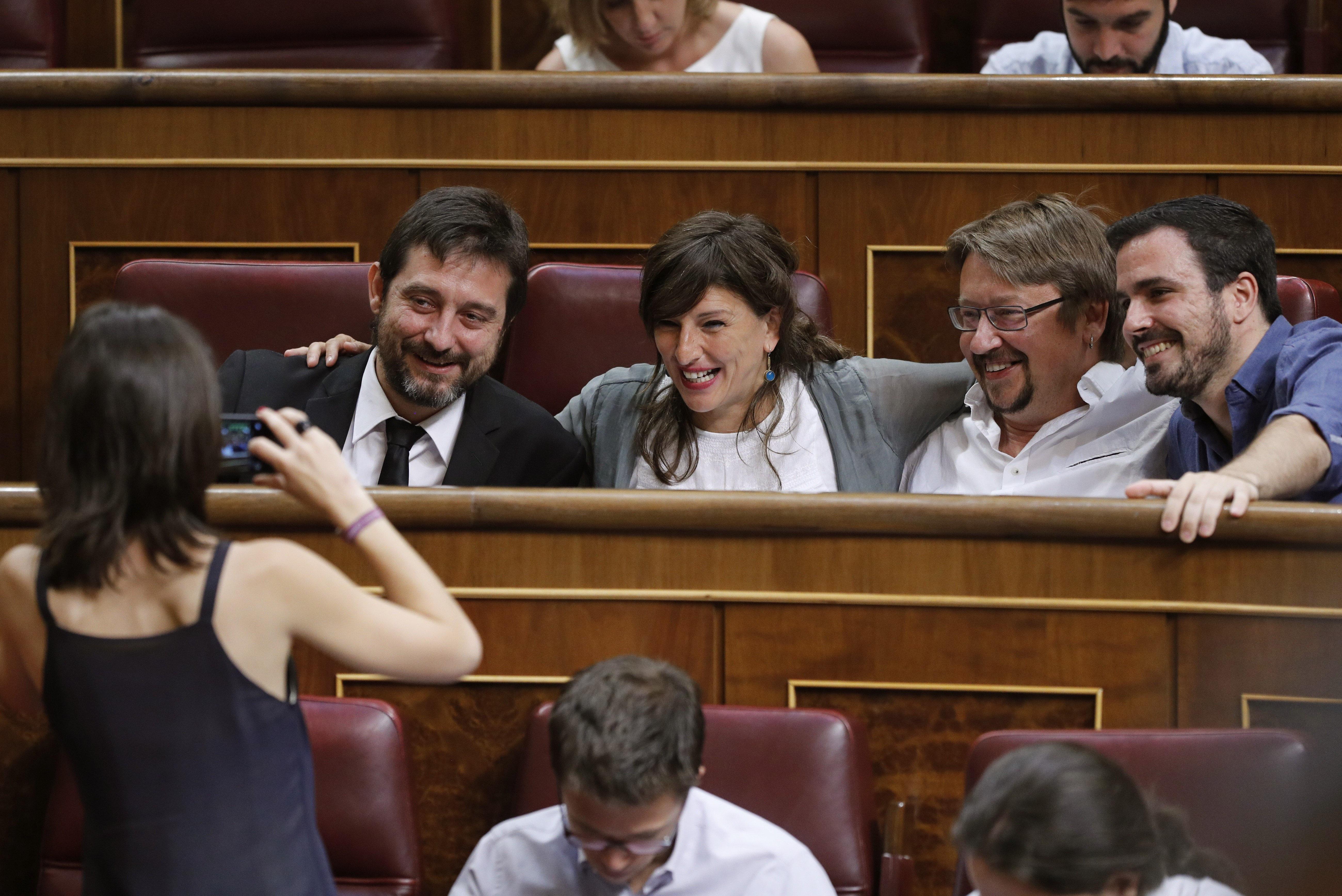 Los diputados de Unidos Podemos, Rafa Mayoral, Yolanda Díaz, Xavier Doménech y Alberto Garzón. (Foto: EFE)
