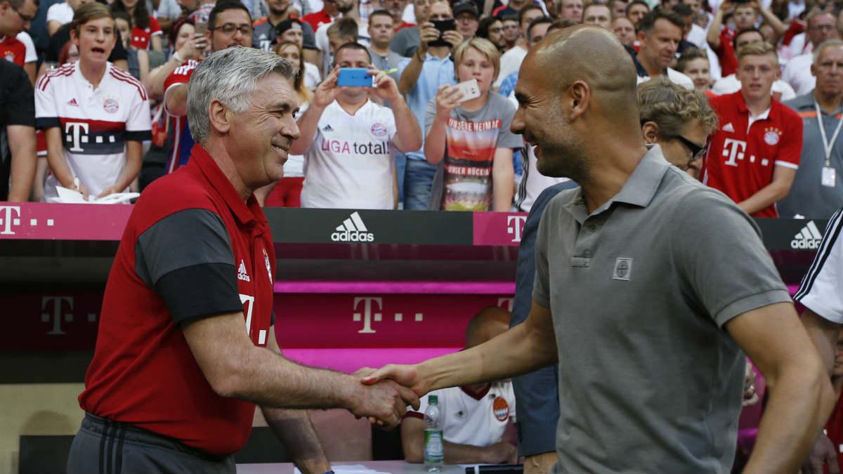 Ancelotti y Guardiola se saludan antes del partido. (Reuters)
