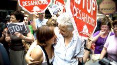 Manifestantes de la plataforma antidesahucios. (Foto: EFE)
