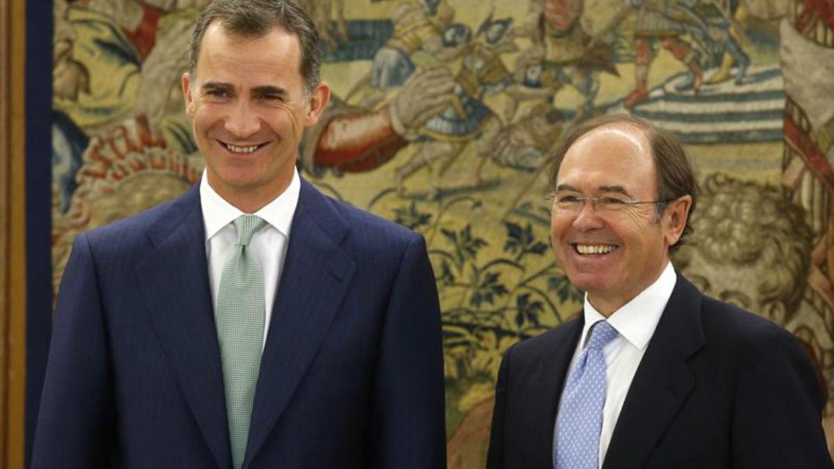 Su majestad Felipe VI recibe a Pío García Escudero en el Palacio de la Zarzuela. (Foto: EFE)