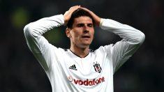 Mario Gómez se despide del Besiktas. (AFP)