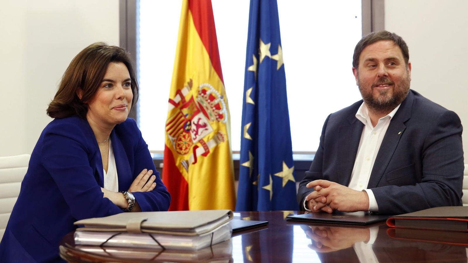 Soraya Sáenz de Santamaría y Oriol Junqueras. (Foto: EFE)