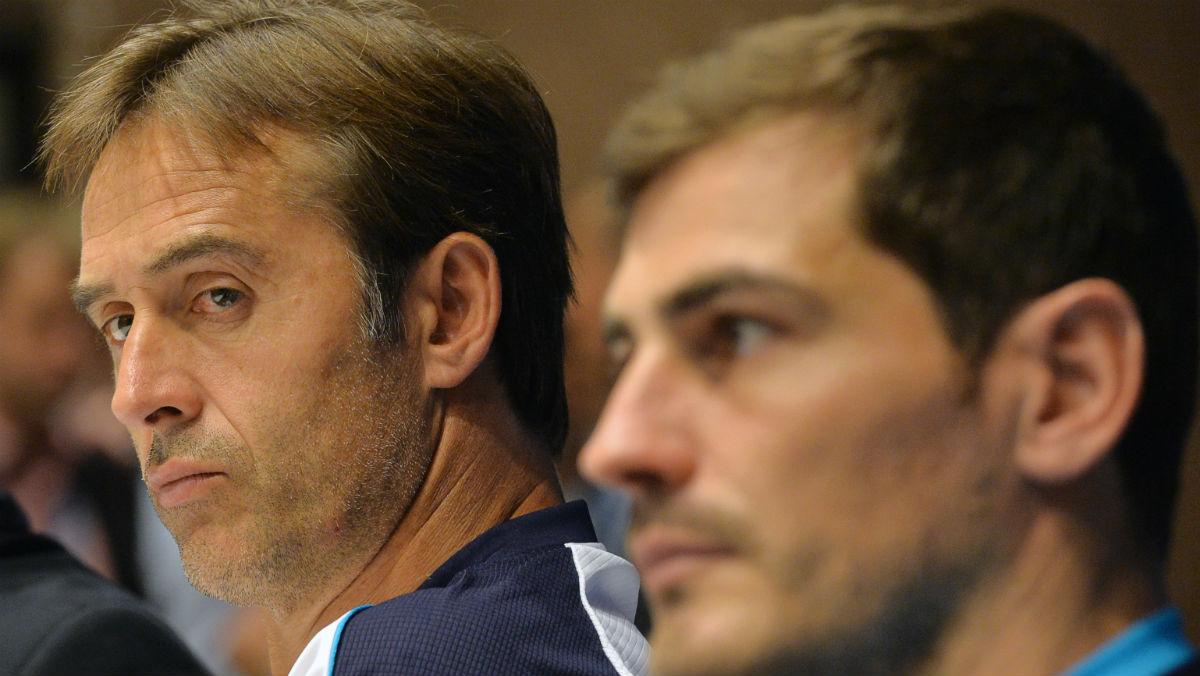 Julen Lopetegui e Iker Casillas, en una rueda de prensa. (AFP)