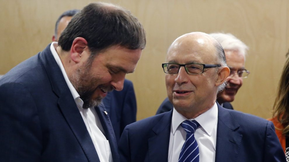 Oriol Junqueras y Cristóbal Montoro. (Foto: EFE)