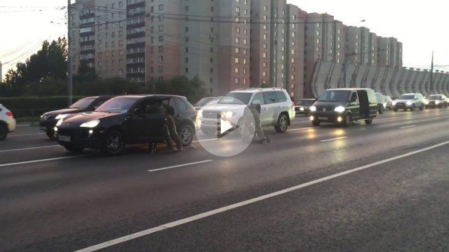 Espectacular detención en plena autopista en Rusia