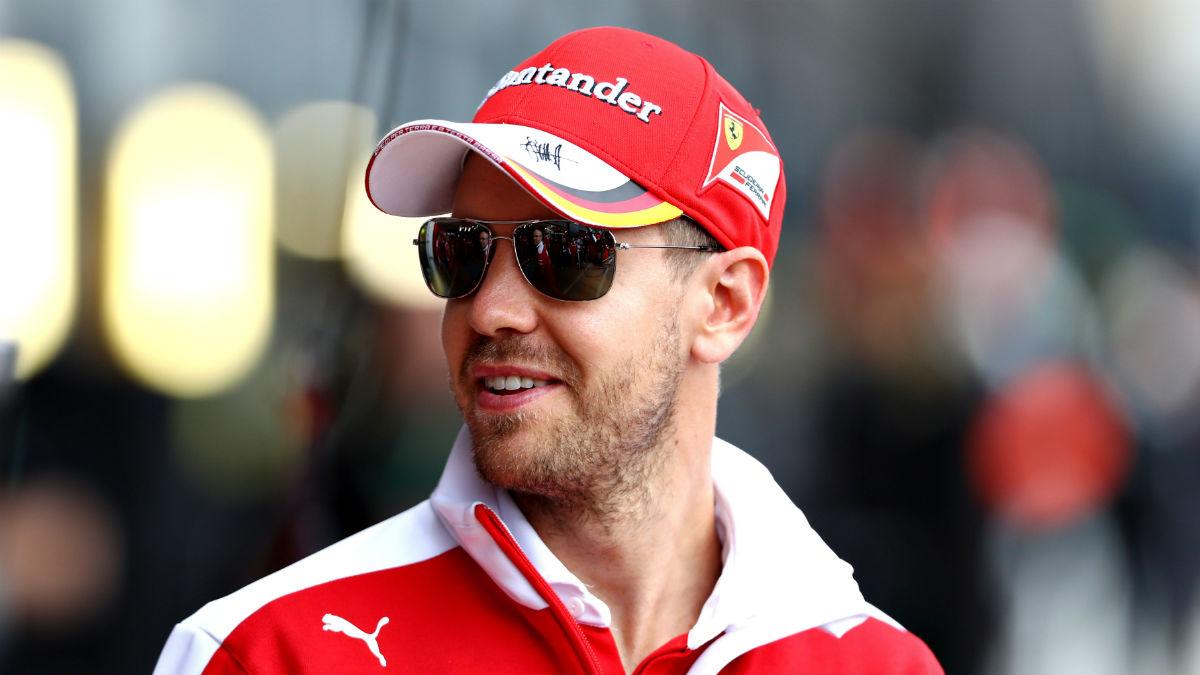 Vettel podría estar buscando acomodo en Mercedes para 2018 si Ferrari sigue a la deriva, según su antiguo jefe Christian Horner. (Getty)