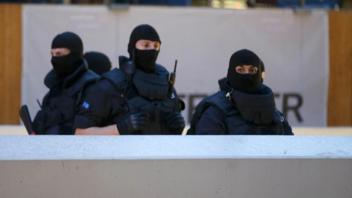 Agentes de las unidades especiales de la policía se han desplegado en todo Múnich. (Reuters)