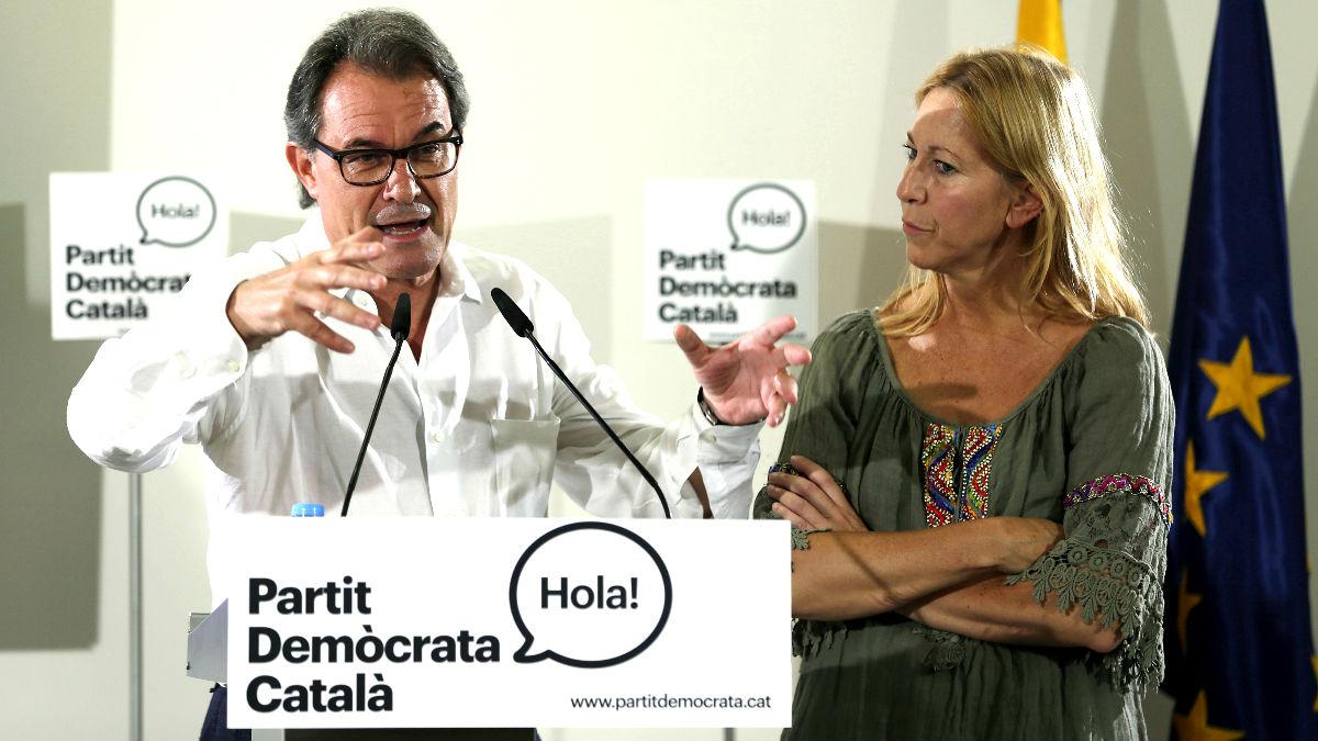 Artur Mas junto a Neus Munté tras ser elegido presidente del PDC (Foto: Efe).