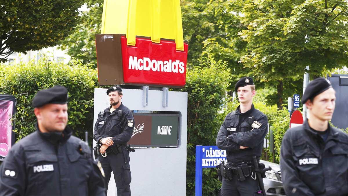 Policía vigila el lugar donde se produjo la matanza (Foto: Reuters)