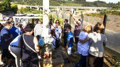 Ciudadanos rinden homenaje a las víctimas del Alvia (Foto: Efe).