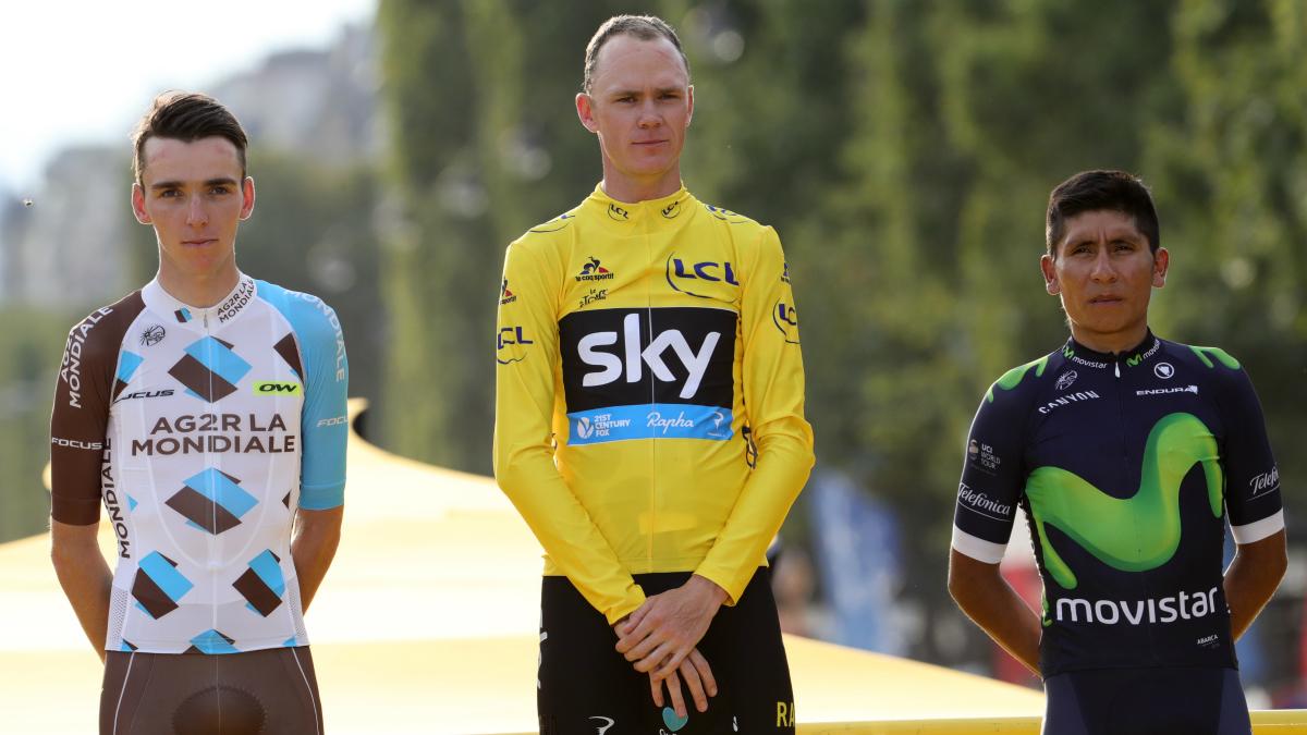 Chris Froome, junto a Bardet y Quintana en el podio de París. (AFP)