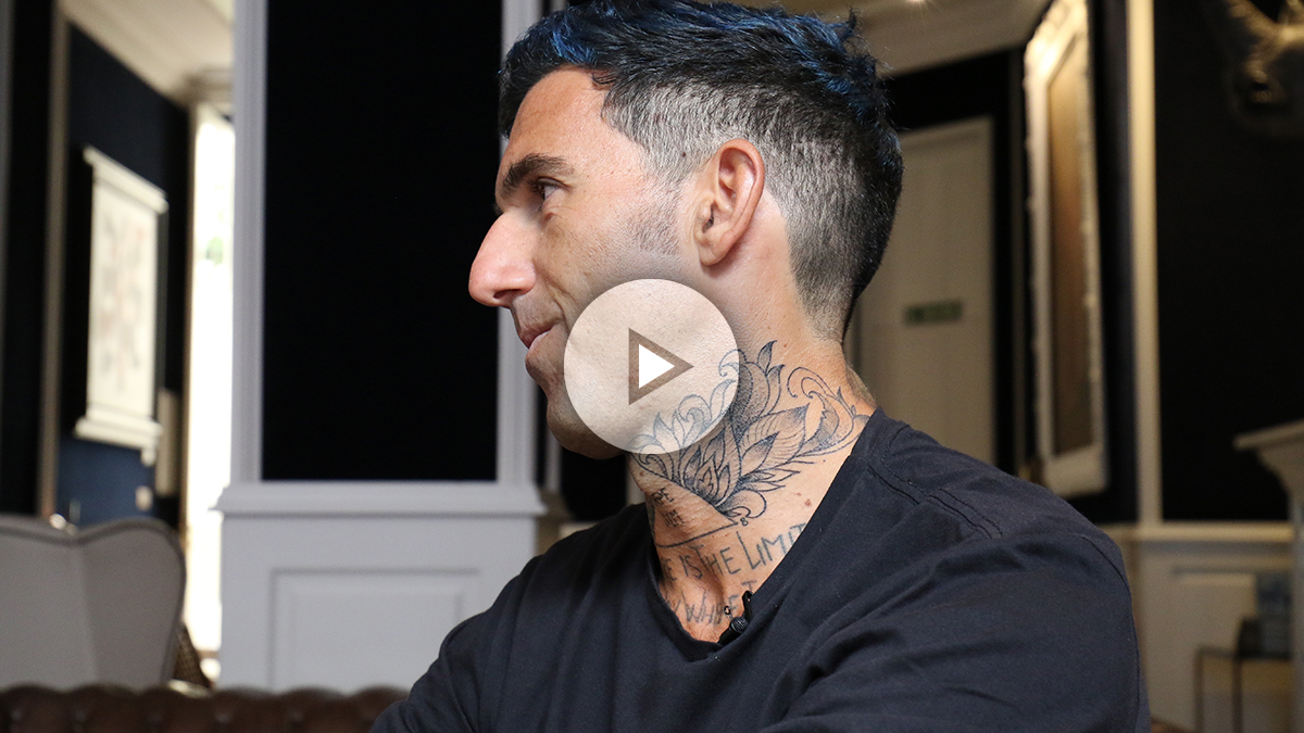 El trader, emprendedor y deportista, Josef Ajram en una entrevista con OKDIARIO. (Foto: Raquel Tejero)