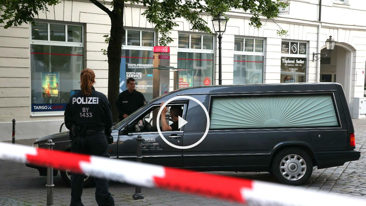 Agentes de policía en el lugar de la explosión (Foto: AFP).