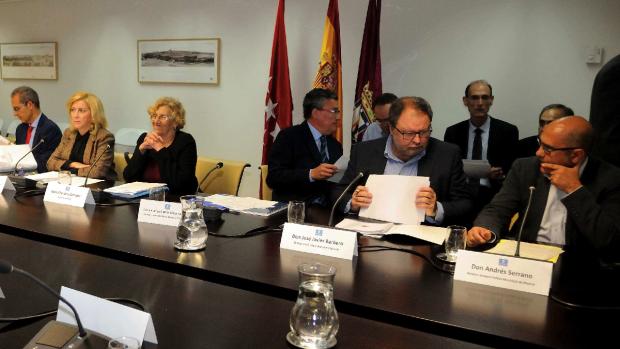 Dancausa (delegación de Gobierno), Carmena (alcaldesa), Barbero (concejal de Seguridad) y Serrano (jefe de Policía). (Foto: Madrid)