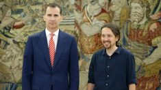 Pablo Iglesias y el Rey Felipe VI en el Palacio de la Zarzuela. (Foto: EFE)