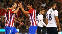 Godín y Savic celebran el 1-0 del Atlético ante el Tottenham. (Getty)
