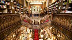 La librería Lello, en Oporto, pudo servir de inspiración a J. K. Rowling a la hora de escribir las aventuras del niño mago Harry Potter. (Foto: Agencias)