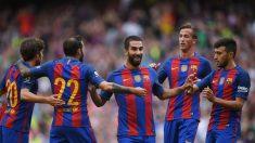 Los jugadores del Barcelona celebran el gol de Arda. (Getty)