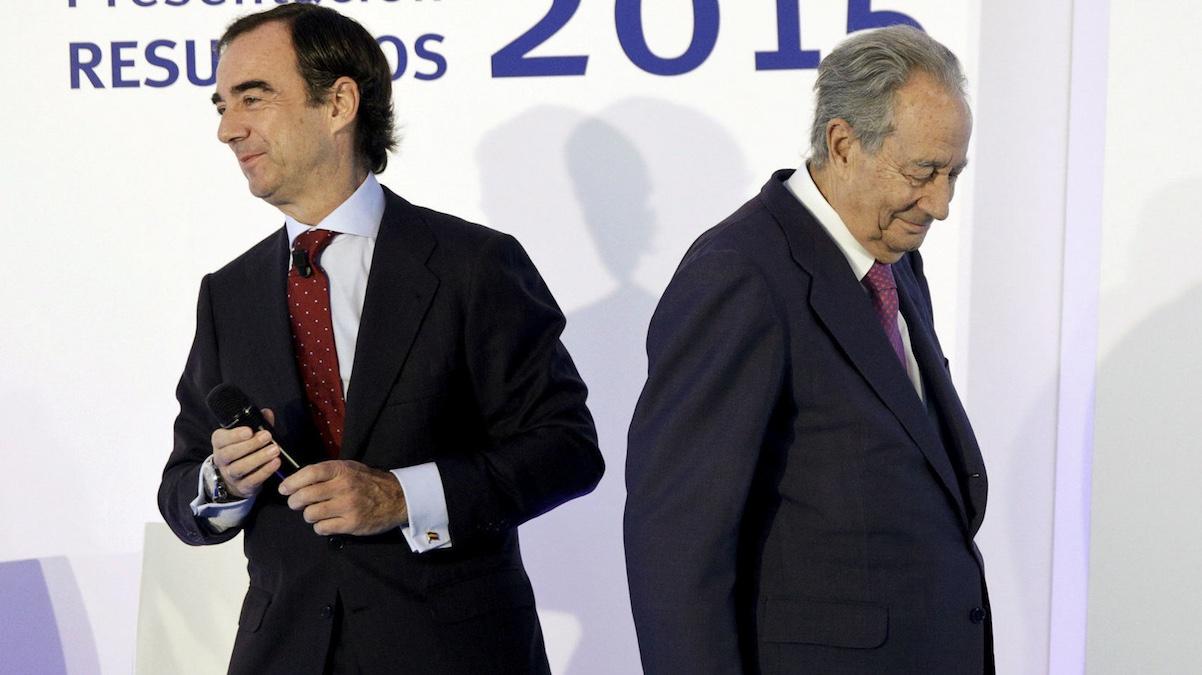 Juan Miguel Villar Mir Fuentes (d) junto a su padre Juan Miguel Villar Mir. (Foto: REUTERS)