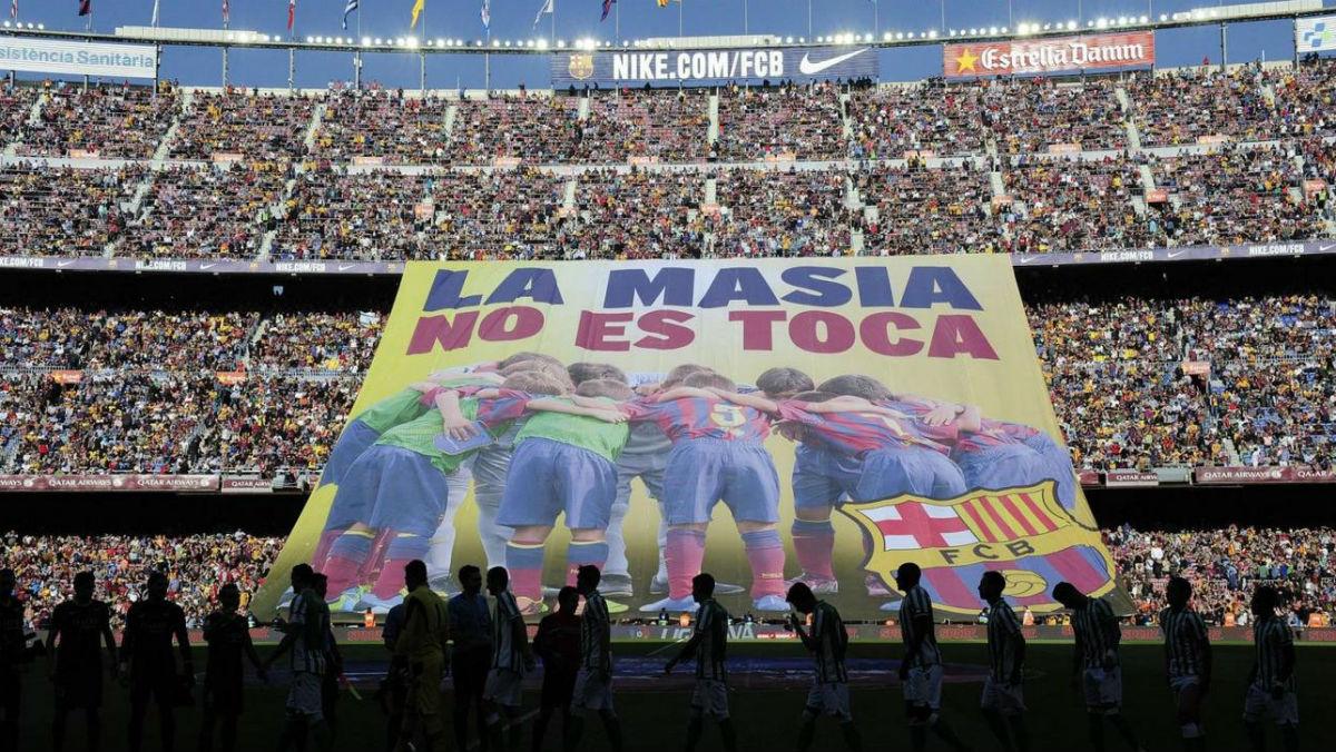 La reacción del Camp Nou a la sanción de la FIFA contra La Masía. (AFP)