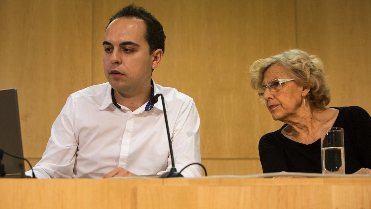 El edil de Desarrollo Urbano Sostenible, José Manuel Calvo, y la alcaldesa Manuela Carmena. (Foto: Madrid)
