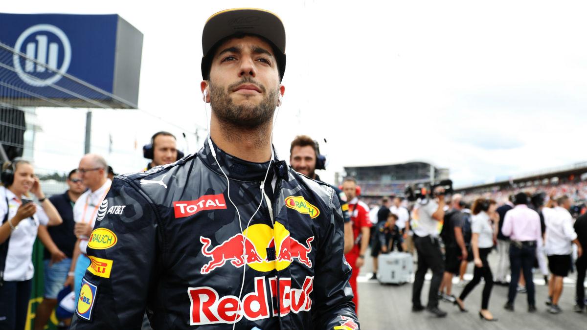 Daniel Ricciardo mostró su descontento con Esteban Gutiérrez al acabar la carrera de Alemania por no respetar éste las banderas azules. (Getty)