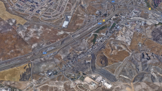 Cañada Real, viviendas de Vallecas en la zona superior y el vertedero e incineradora que emiten olores. (Foto: GM)