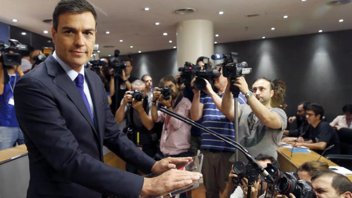 Pedro Sánchez, líder del PSOE, comparece en rueda de prensa después de reunirse con el Presidente en Funciones, Mariano Rajoy. (Foto: EFE)
