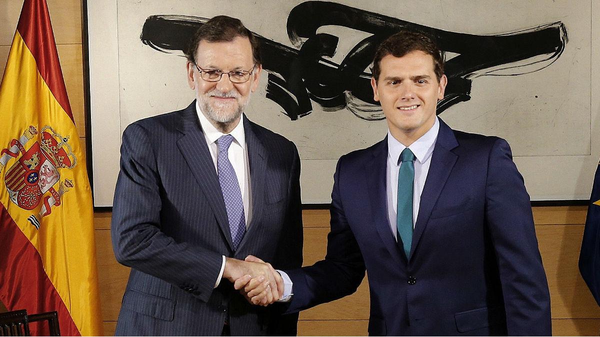 El presidente del Gobierno, Mariano Rajoy y el líder de C'S, Albert Rivera. (Foto: EFE)