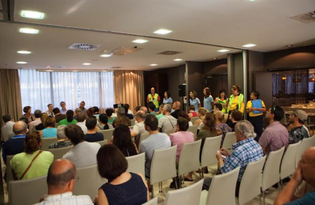Reunión del Ayuntamiento con los afectados. (Foto: Madrid)