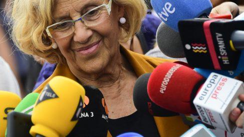 La alcaldesa Carmena ante los medios. (Foto: AFP)