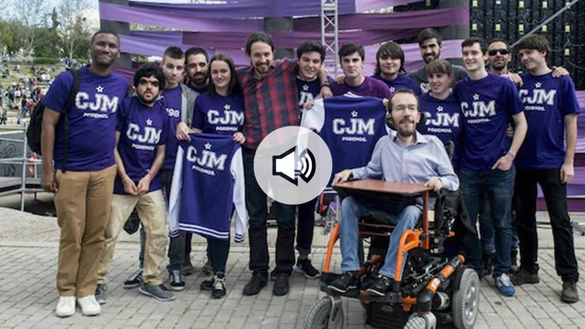 Pablo Iglesias y Pablo Echenique con integrantes del Círculo Joven de Podemos Madrid.