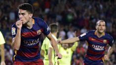 Bartra, celebrando un gol con el Barcelona con Sandro de fondo.