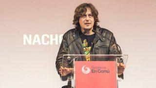 El cantante Nacho Vegas durante una intervención en favor de Ada Colau y su partido Barcelona en Comú. (Foto: Agencias)