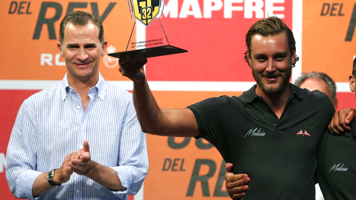 Felipe VI y Pierre Casiraghi en la entrega de trofeos de la Copa del Rey (Foto: Efe).