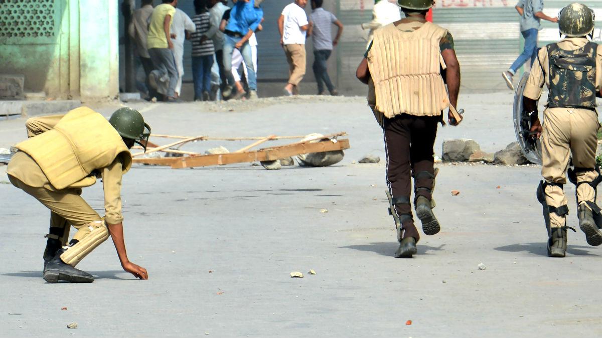 Policía india en unos recientes disturbios (Foto: AFP).