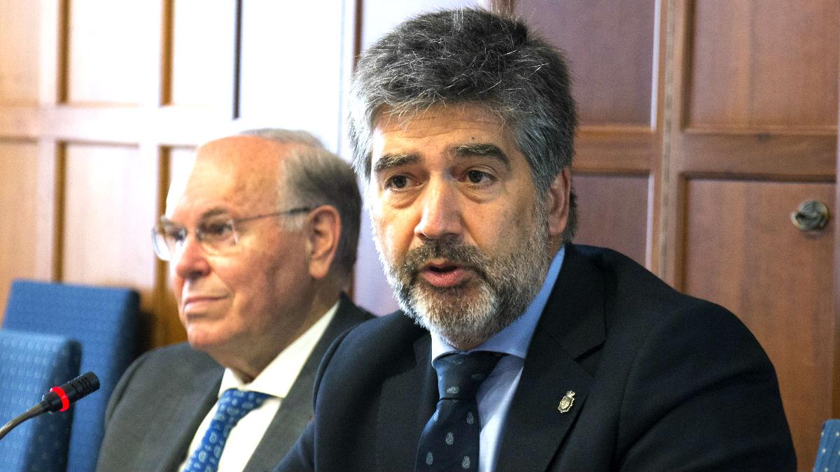 Ignacio Cosidó, a la derecha, en un reciente acto (Foto: Efe).