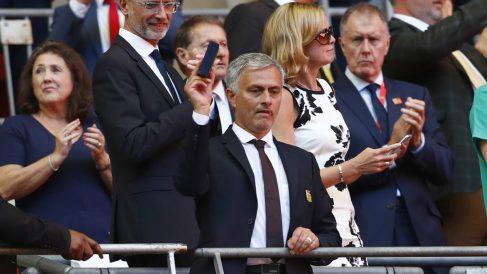 Mourinho celebra la Community Shield. (Reuters)