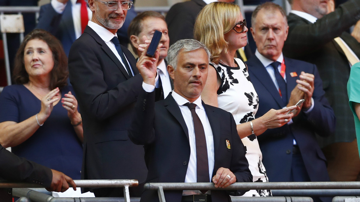 Mourinho celebra la Community Shield. (Reuters)