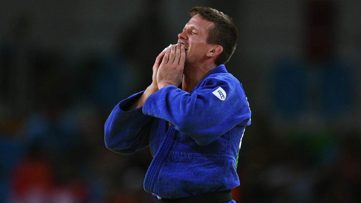 Dirk Van Tichelt tras ganar su medalla. (Getty)