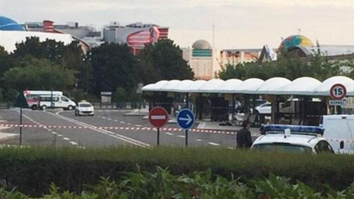 Las inmediaciones de Disneyland Paris desalojadas por un paquete sospechoso. (TW)