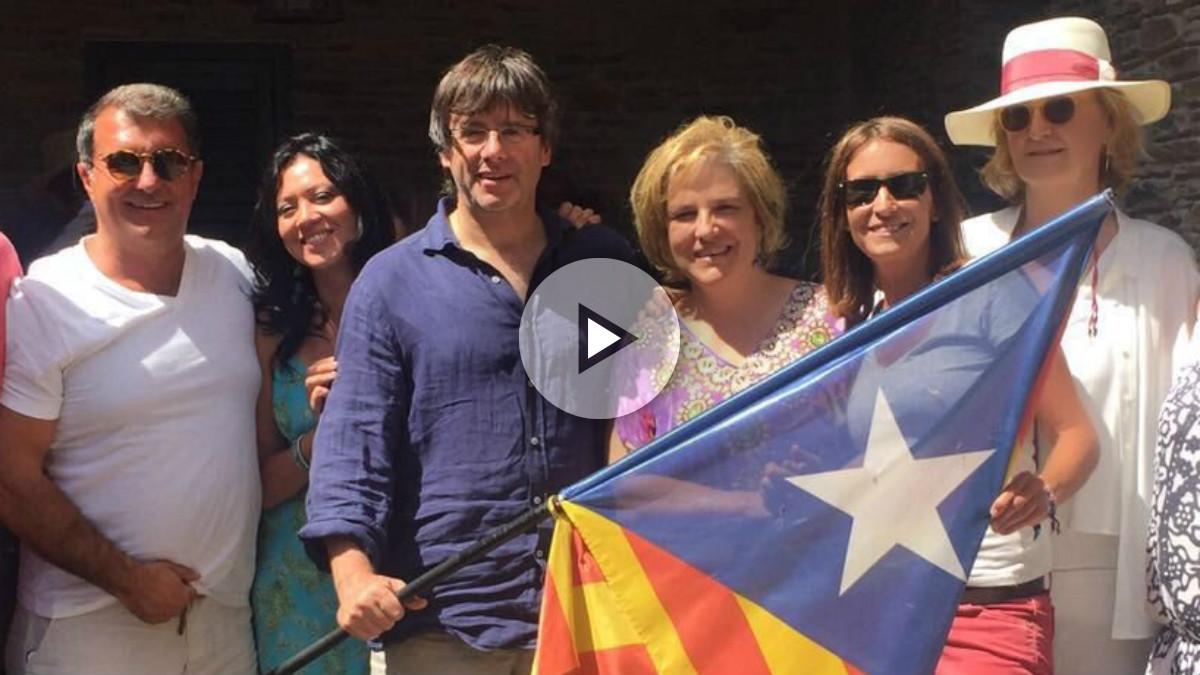 Joan Laporta, Carles Puigdemont, Pilar Rahola y otros amigos independentistas, en la masía de Cadaqués de la tertuliana. (TW)