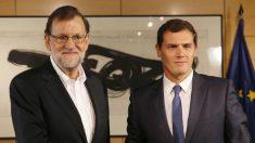 El presidente del Gobierno en funciones, Maraino Rajoy y el líder de C'S, Albert Rivera. (Foto: EFE)