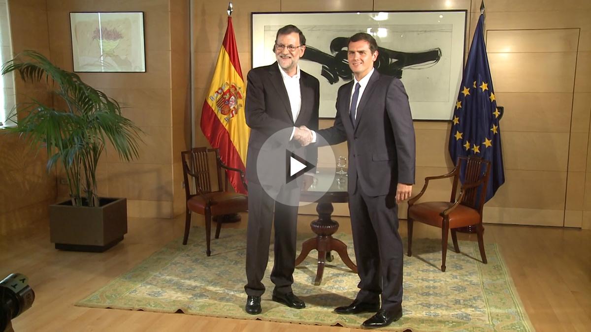 El presidente del Gobierno en funciones, Mariano Rajoy y el líder de Ciudadanos, Albert Rivera, reunidos en el Congreso. (Foto: EFE)
