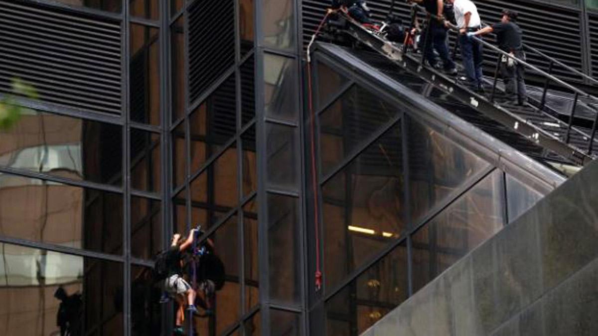 Un hombre fue viisto escalando la torre Trump