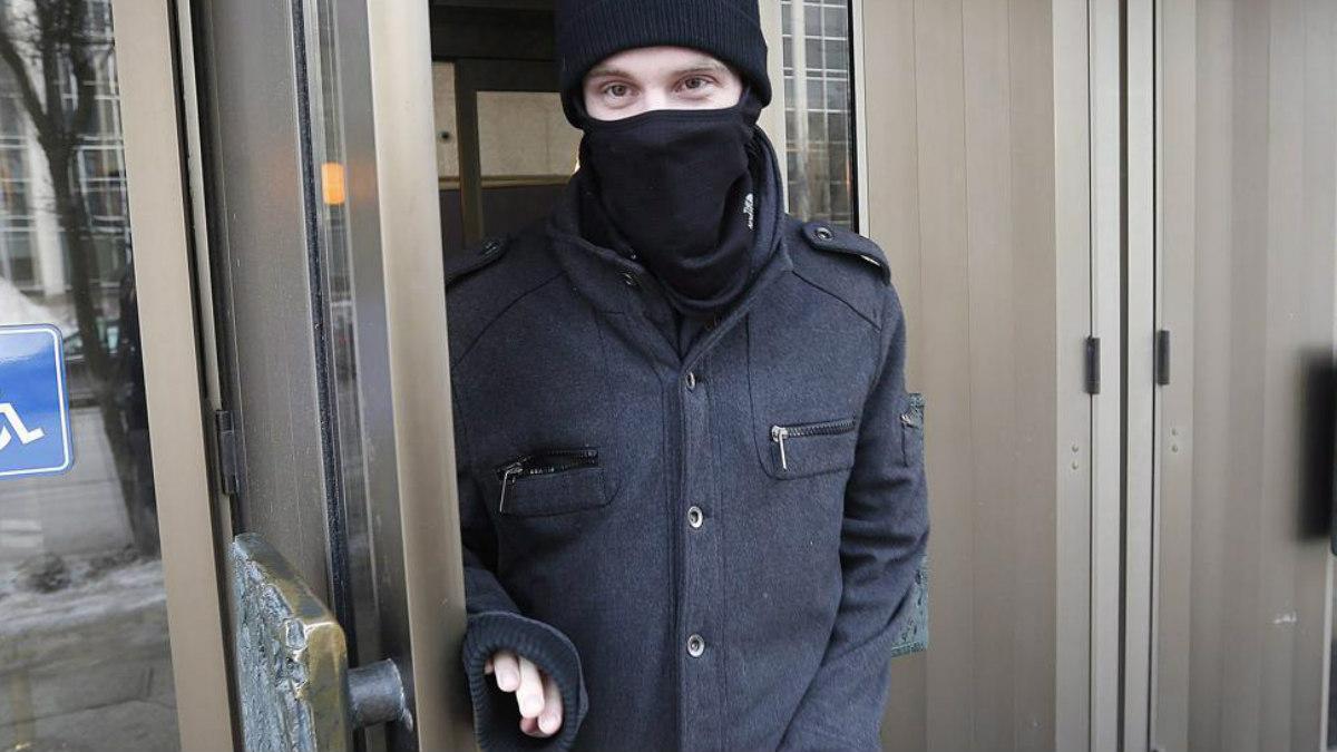 Aaron Driver sale de los juzgados en Manitoba (Canadá), el pasado mes de febrero. (Foto: Agencias)