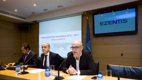 El ex presidente, Manuel García-Durán, en una junta de accionistas junto a Fernando González..