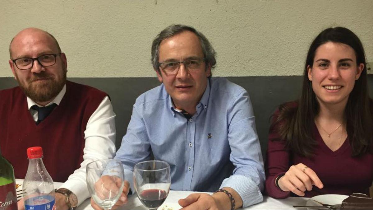En el centro, el líder de Ciudadanos en Cornellá, Jorge García Mulet. (Foto: Facebook)