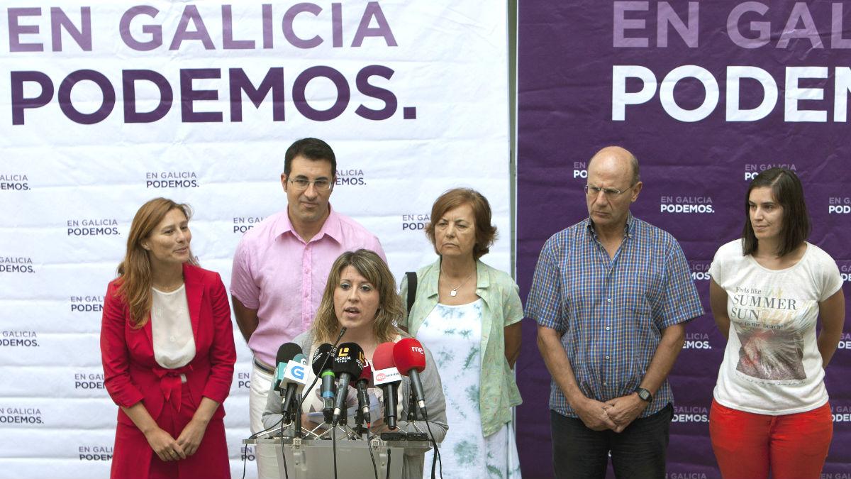 La secretaria general de Podemos Galicia, Carmen Santos (3i) (Foto: Efe)