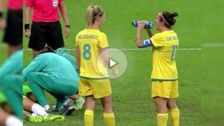 Una jugadora de Australia se equivoca de lado al intentar beber